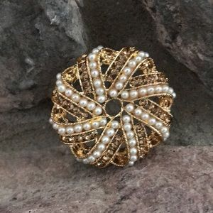 Jewelry - Fashion Gold Tone & Pearl Brooch